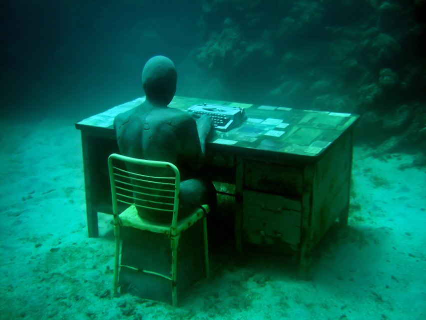 the-lost-correspondent-01-jason-decaires-taylor-sculpture