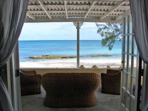 Charming Beachfront Vacation Rental in Grand Turk - Crabtree Apartments